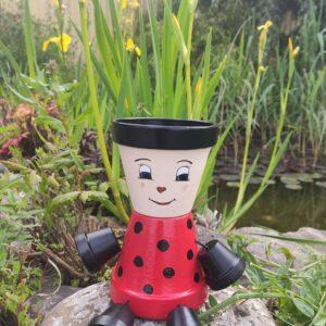 personnage en pot en terre cuite coccinelle