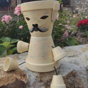 personnage en pot en terre cuite chien